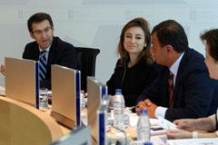 Feijóo con los conselleiros Marta Fernández Currás y Javier Guerra durante el Consello.