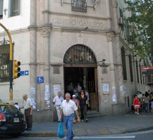 Entrada del Centro Gallego de Buenos Aires.