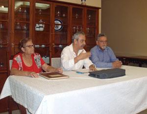 Félix Barbero (centro) acompañado por Beatriz Yanes y Luciano Sánchez.
