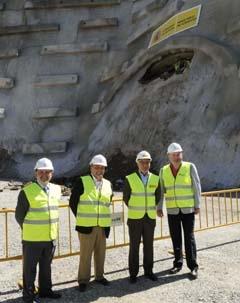 Blanco (3º), durante una visita a las obras del AVE en Galicia.