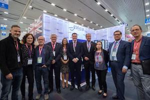 El conselleiro Román Rodríguez (centro) y la delegación gallega en la FIL de Guadalajara.