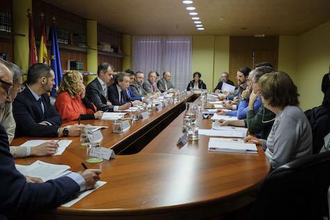 Reunión del Consejo de Cooperación para el Desarrollo, presidida por José Antonio de Santiago-Juárez (centro, a la izquierda).