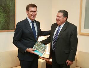 El presidente de la Xunta recibió al embajador de Argentina, Federico Ramón Puerta.