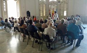 Un momento del encuentro con los directivos de las entidades gallegas en Cuba.