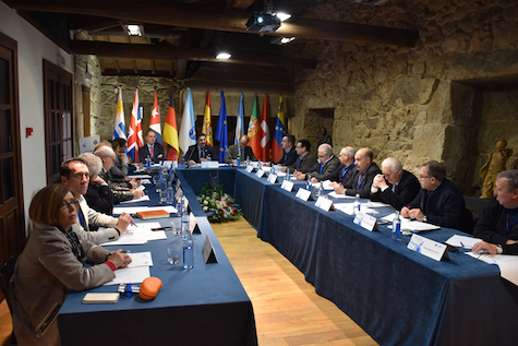 Reunión de la Comisión Delegada del Consello de Comunidades Galegas en Celanova, presidida por el secretario xeral da Emigración, Antonio Rodríguez Miranda.