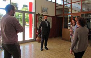 El cónsul Carlos Tercero (centro) con los directivos de la Sociedad Española de Puan.