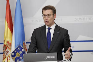 El presidente de la Xunta de Galicia, Alberto Núñez Feijóo, durante su intervención en la rueda de prensa del Consello.