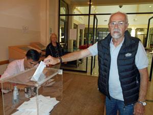 Votando en el Consulado de Buenos Aires.