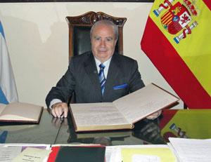 José Benito López Carballedo en su despacho del Club Español de Buenos Aires.