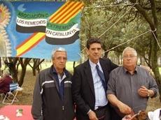 El presidente de la asociación, Francisco Porra Pantojo, junto a Josep María Sala y un socio.