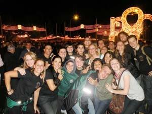El grupo durante el Alumbrado de la Feria de Sevilla.