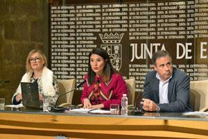 Ana Vega, Rosa Balas y Pedro León Ruiz durante la presentación.