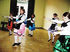 Un momento de la actuación del grupo Aires de España