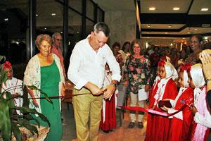 La exposición 'Travesías…De Madrid a La Habana' quedó inaugurada por Salvador Cuenca.