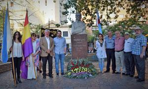 Autoridades asistentes al homenaje a Castelao en Buenos Aires.