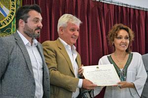 Diego Martínez Duro, Emilio Raposo y Lorena Lores en la entrega del reconocimiento.