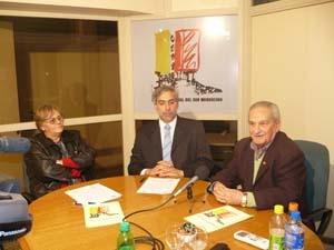Rosa J.Puerto, Alberto Fola y José Marco Vallés durante la firma del convenio.