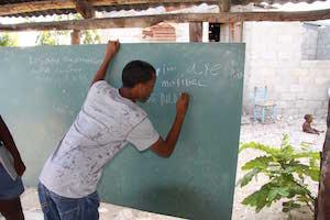 Una de las acciones para garantizar el derecho a la educación en una zona empobrecida.