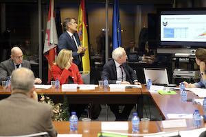 Imagen de la reunión presidida por la consejera de Economía y Hacienda, Pilar del Olmo.