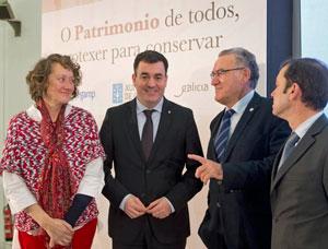 En el centro el conselleiro de Cultura, Román Rodríguez, en unas jornadas sobre la Lei do Patrimonio de Galicia.