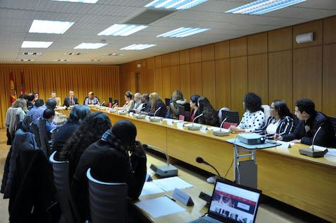 Imagen de la reunión con representantes de asociaciones de personas inmigrantes de Castilla y León.