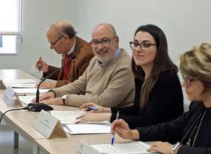 Manuel Alcaraz, segundo por la izquierda, y a su lado Aitana Mas durante la reunión del Consejo de los Cevex.
