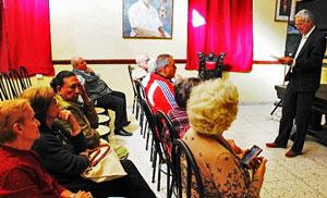 El nuevo presidente del Centro Andaluz, Ángel Dagas, leyó una semblanza de la directiva fallecida.