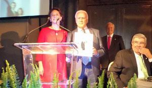 La directora de la Fundación Princesa de Asturias, Teresa Sanjurjo, con el presidente del Centro Asturiano.