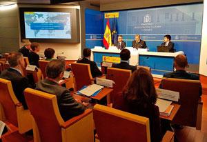 El ministro Íñigo Méndez de Vigo con los consejeros de Educación en el exterior.