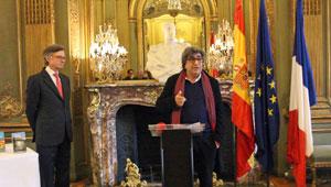 Intervención de Serge Mestre y a su lado el embajador Fernando Carderera.