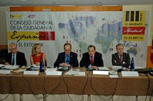Rufino de la Rosa, segundo por la derecha, en el III Pleno del VI Mandato del CGCEE celebrado en Madrid en septiembre de 2014.