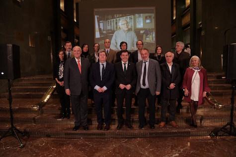 Autoridades asistentes a la inauguración de la muestra de Pestana en Madrid.