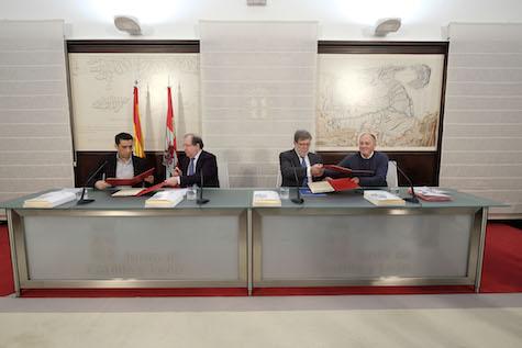 Juan Vicente Herrera firmó los acuerdos en el Consejo del Diálogo Social con representantes de la patronal y los sindicatos.