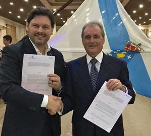 El secretario junto al presidente de la Sociedade de Socorros Mutuos e Beneficente Rosalía de Castro de Santos, Casto Viéitez.