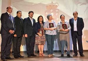 El secretario da Emigración con los colaboradores voluntarios que fueron homenajeados en Salvador de Bahía.