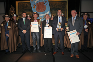 Rodríguez Miranda, segundo por la izquierda, con los galardonados con el trofeo Galeguidade no Mundo 2018.