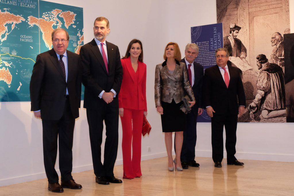 Herrera, con los Reyes de España y los ministros Cospedal, Dastis y Zoido en el acto conmemorativo de las Capitulaciones de Valladolid.