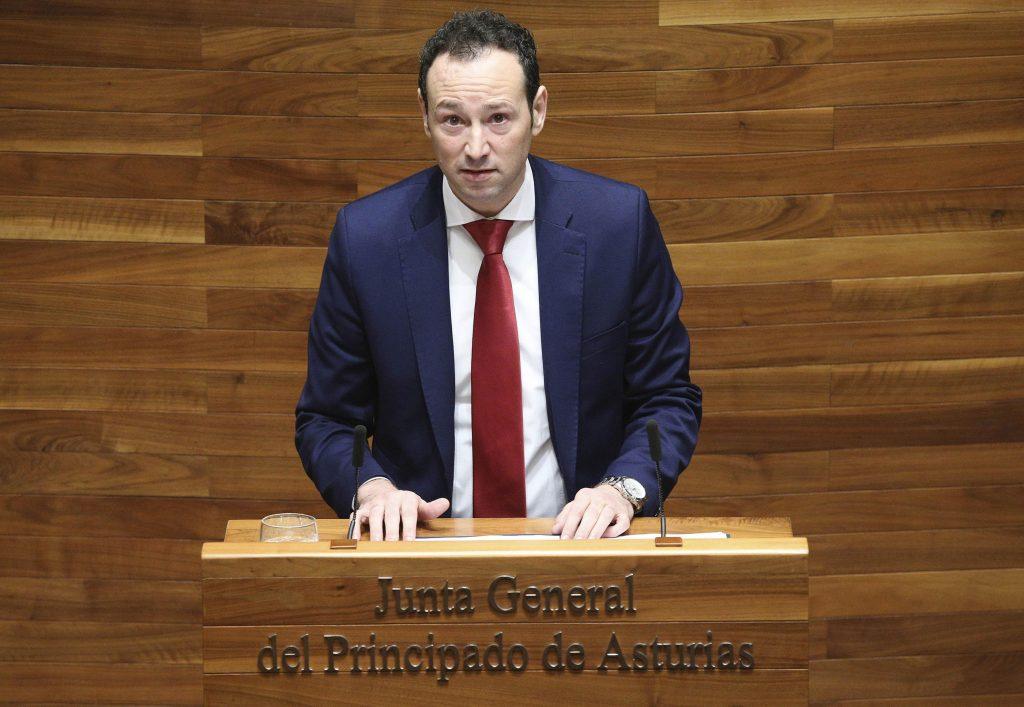 Guillermo Martínez presentó la nueva ley ante la Junta General del Principado.