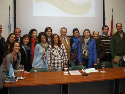 Pedro Bello con la comisión de jóvenes de la Federación de Sociedades Castellanas y Leonesas de Argentina.