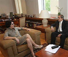 La secretaria de Estado, Anna Terrón, y Francisco González.