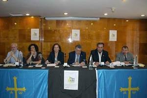 Mesa presidencial de los actos en el Centro Asturiano de Castellón.