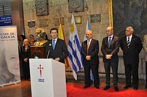El presidente la Xunta, Núñez Feijóo, en la inauguración, con Manuel Ramos (1º dch.), presidente de Casa Galicia.