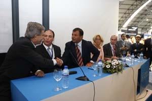Javier Guerra firmó en la feria Navalia tres acuerdos de cooperación patrocinados por la Xunta.