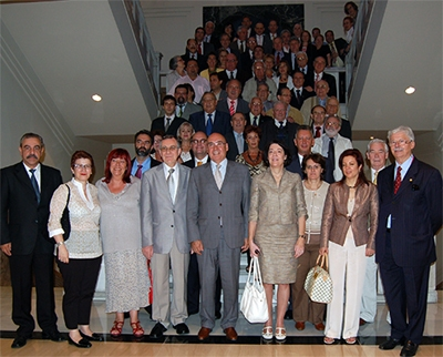 Los miembros del CGCEE con el presidente del Senado, Javier Rojo, en el centro.