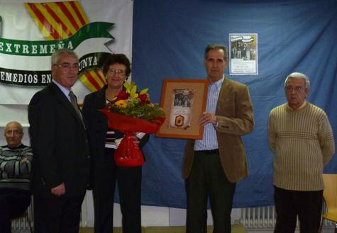 Los galardonados acompañados de Antonio Carmona López.