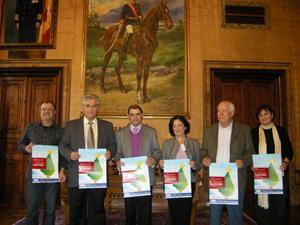 Cosme Bonet (3ºi) e Iluminado Largo (2ºi) con otros representantes de la Federació.