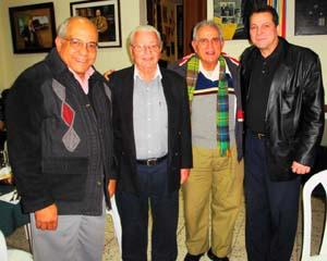 Carmelo González junto a quien fuera alcalde de la capital, Pedro Chávez, y al ex titular del INDER, Humberto Rodríguez. (3º y 4º por la dcha).