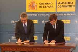 José Blanco y Francesc Antich firman el acuerdo.