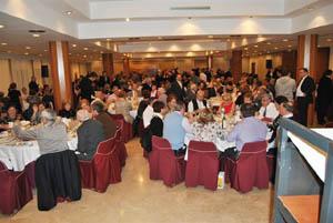 Una imagen parcial del salón durante la cena.
