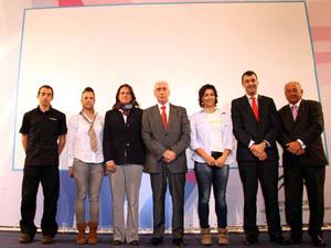 Luciano Alonso, en el centro, durante la presentación del calendario deportivo en Madrid.